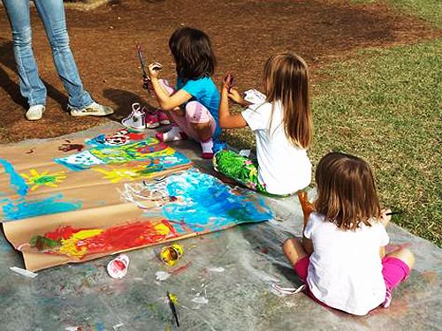 bambine-pittura-spazio-gioco
